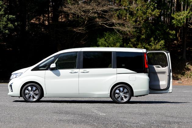 ホンダ 新型「ステップワゴン G・EX」(2WD)[ボディカラー:ミルクグラス・パール/インテリアカラー:アイボリー(コンビシート/メーカーオプション)]