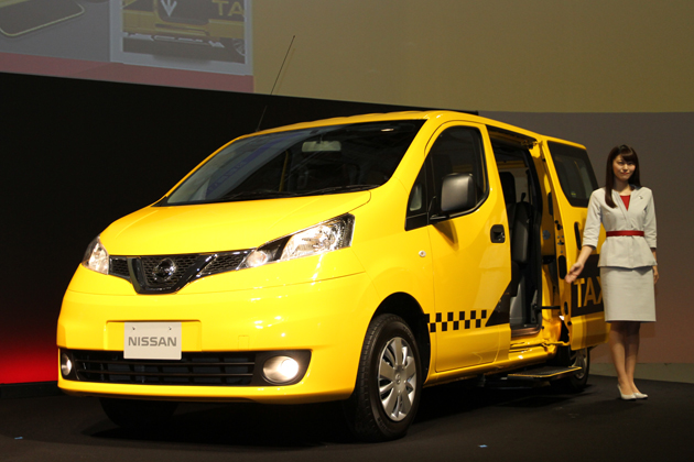 日産 NV200タクシー出発式
