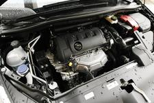 直列4気筒 DOHCエンジン