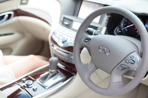 「全方位運転支援システム」など、ハイテク系の安全デバイス搭載で安心です。