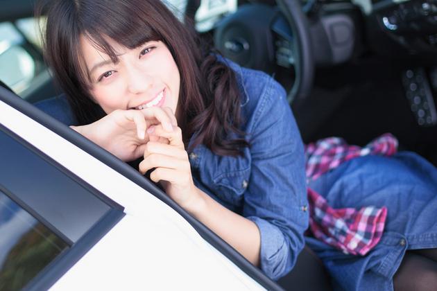 美女×スポーツカー「スバル WRX」小瀬田麻由さん