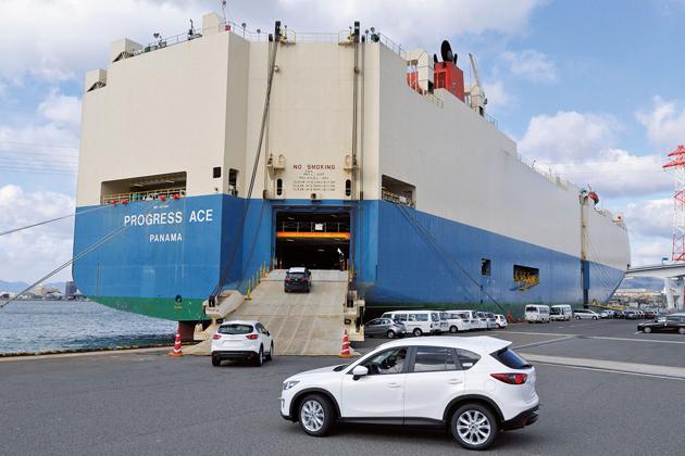 マツダ CX-5の船積みの様子