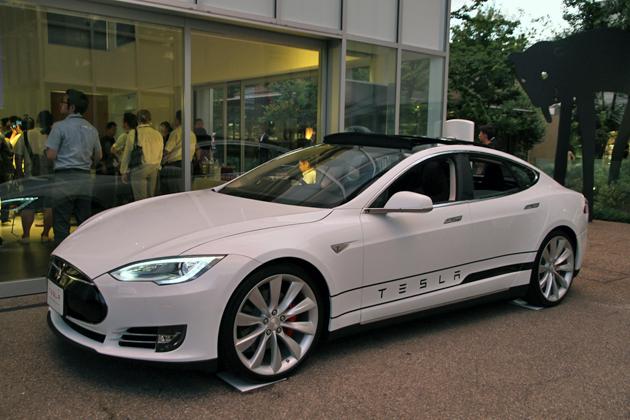 テスラ、モーター2個積みの最強版EV(電気自動車)を日本発売へ ~テスラ モデルS デュアル 発表~