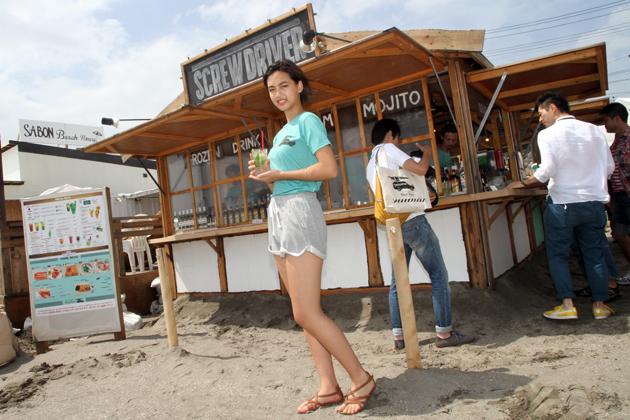 再び注目を集めるヘビーデューティ四駆「ランクル」の秘密を、夏の由比ヶ浜ビーチで探る!