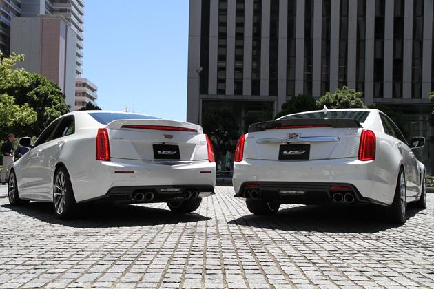 キャデラック 新型ATS-V(左)と新型CTS-V(右)