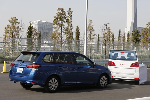 「トヨタセーフティセンスC」による衝突回避のイメージ(相対速度差が時速30km以内であれば、衝突を回避できる場合もあり)