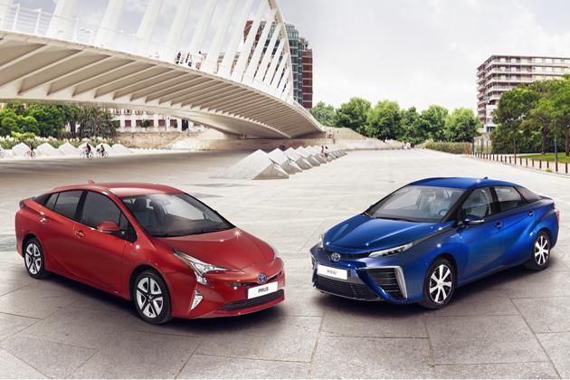 (左)トヨタ 新型プリウス、MIRAI