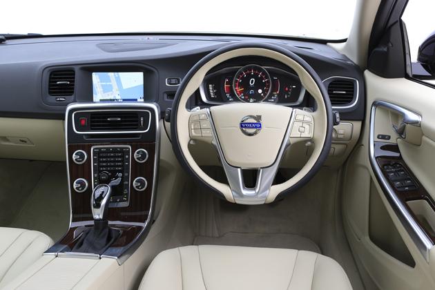Volvo V60 Cross Country(クロスカントリー)「T5 AWD SE」[4WD/直列5気筒 2.5リッター ターボガソリンエンジン搭載モデル]