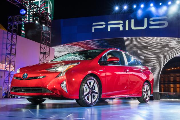 トヨタ 新型プリウスは果たして「買い得」なのか ~現行プリウスと比較~