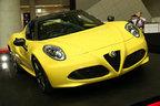 アルファロメオの本格的スポーツカー「4C」のスパイダーモデル、日本初お披露目【TMS2015】