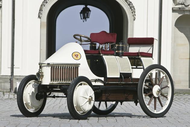 1900年に発表された世界初のハイブリッド車「ローナーポルシェ」