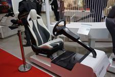 """新型プリウスに採用された""""こだわりのシート""""やシャア専用オーリスのシートを展示「トヨタ紡織」【TMS2015】"""