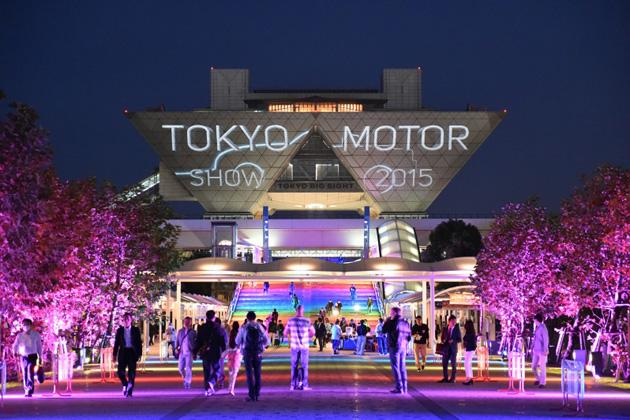 モーターショーでは、会場壁面をスクリーンにしたプロジェクションマッピングが実施されていた!【TMS2015】