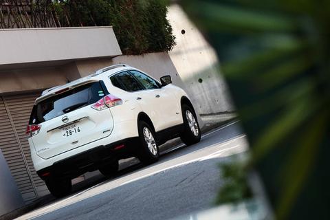 タカノ自慢の愛車、日産 エクストレイルハイブリッド。憧れのセンパイ清香に披露する日は意外に早く訪れた