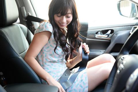 「イイクルマ買ったね!」清香センパイが乗り込むと、車内にはとても良い香りが広がった