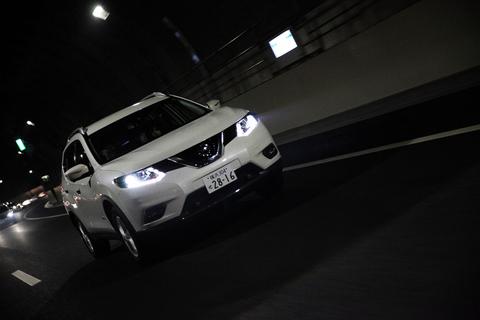 ドライバーの操作に基づき状況に応じてブレーキを制御。滑らかで安心感の高いコーナリング性能だ