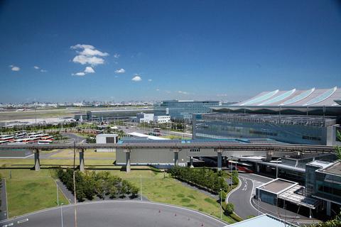 「羽田空港の駐車場、こんなに景色が良いなんて知らなかった!」と驚く清香。タカノも知らなかった