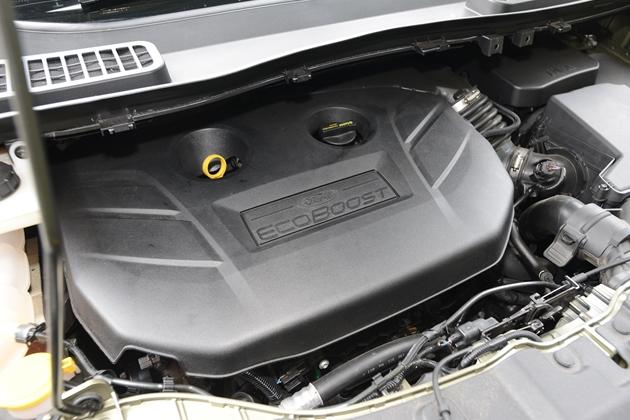 低燃費なのにパワフル!すこぶる優等生のエコブーストエンジンを搭載したフォード・クーガ