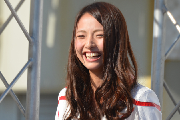 「2015 nismo AUTECH Race Queen」の菅野麻友さん