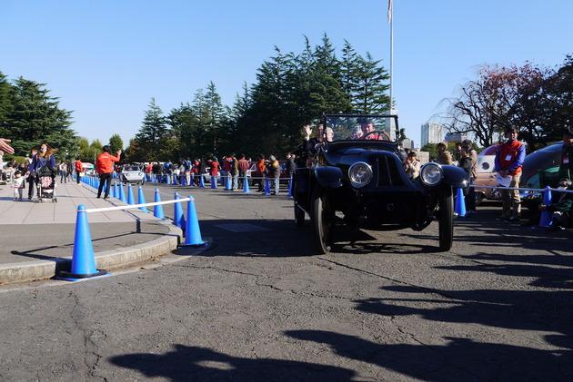 往年のクラシックカーが集結!神宮外苑クラシックカーフェスティバル
