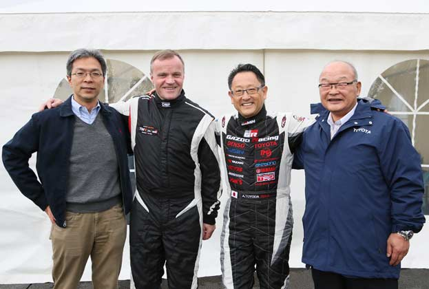 (左から)佐藤俊男氏、トミ・マキネン氏、豊田章男氏、嵯峨宏英氏