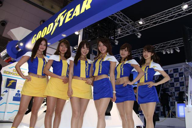 グッドイヤーエンジェルとコンパニオン ※写真は東京モーターショー2015