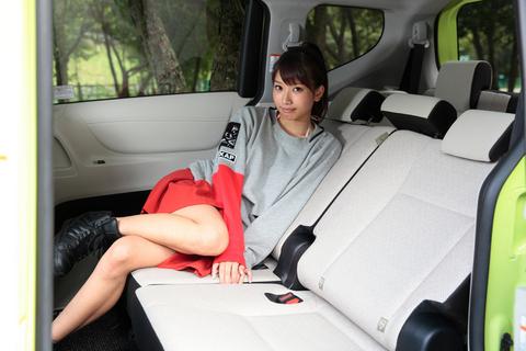 「セカンドシートはベンチタイプで、カップルにも最適だろ?」 ピクリとも笑わない昌子。
