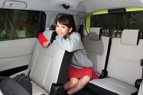 「足元は狭いけど、ちゃんと座れるサードシートがあるのがスゴイね!」 シエンタの本質を見抜く昌子の慧眼にタカノは動揺した。