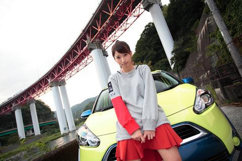 「普通にしてても、シエンタと顔が似てるよ!」 冗談を連発する勢いで、昌子に接近するタカノ。
