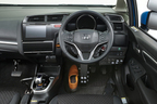 ホンダ、足だけで運転できる補助装置「Honda・フランツシステム」をフィットハイブリッドに装着