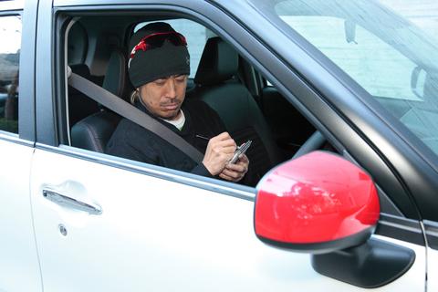 試乗インプレッションを記す。そう、自動車評論家である私タカノは、目を閉じて集中することで脳裏に文章が次々と浮かんでくるのだ。