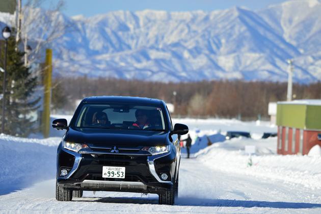 """""""4WDの三菱""""が誇る7タイプの4WDを雪上で体感!三菱4WD雪上試乗レポート"""