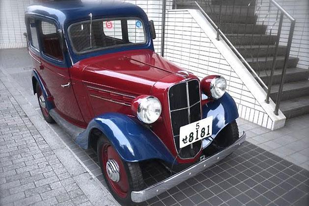 昭和12年(1937年)日産自動車製造「ダットサン16型セダン」