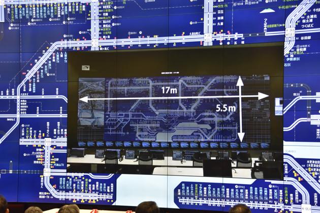 新道路管制センターでは交通管制用として最大規模の「大型ディスプレイ」が設置されている