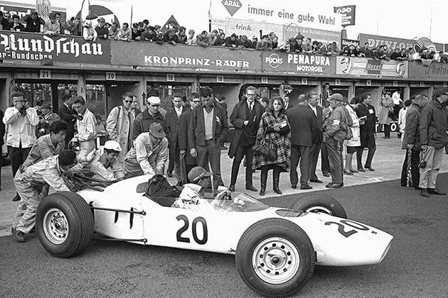 第一期。1964年ドイツGPにデビュー