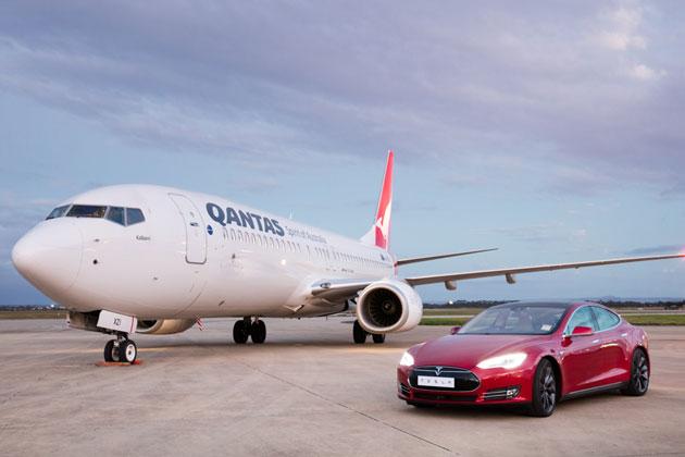 カンタス航空「B737-800」とテスラ「モデル S P90D」