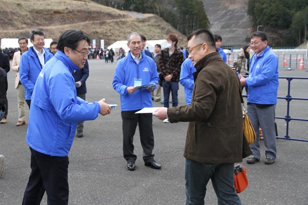 富士重工業とSTIの役員の皆さんが参加者をお出迎え