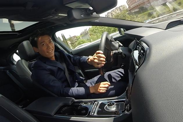 「ジャガー・バーチャル・ドライブ」にてXEを運転する錦織選手