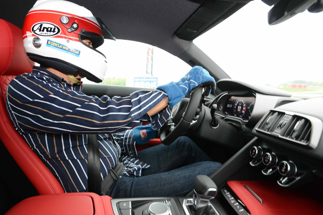 アウディ新型「R8」最高速330km/hという性能を完全にコントロール!世界中のレースで大暴れも納得!