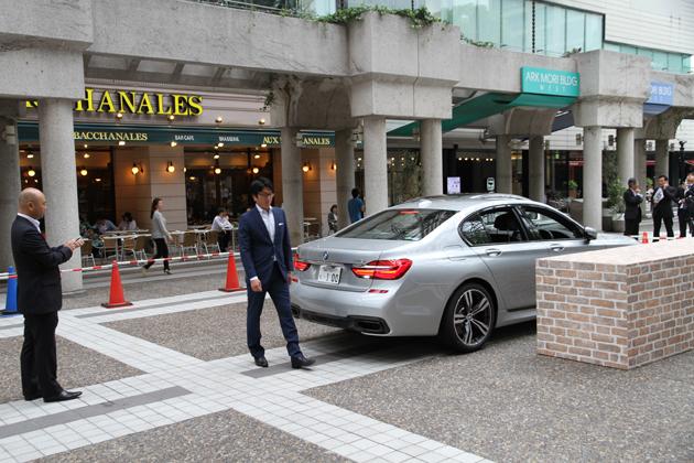 世界初、車外から自動駐車! 新型 BMW 7シリーズ「リモート・パーキング」(自動駐車機能)デモンストレーション披露会[2016年5月16日(月)/会場:アークヒルズ・カラヤン広場(東京都港区赤坂)]
