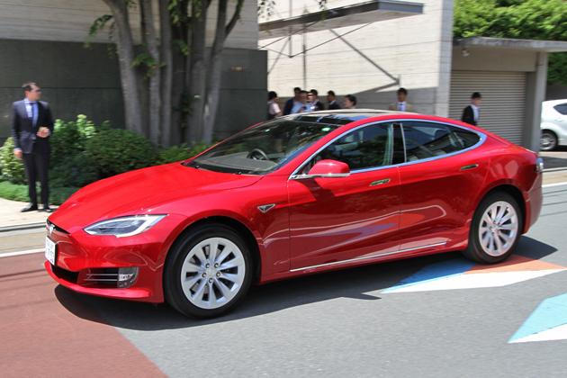 テスラ、「モデルS」にリモート駐車機能を追加 ~外装デザインもリニューアル~[テスラ 新型「モデルS」新デザイン/新機能発表会(2016年5月18日/東京都目黒区)]