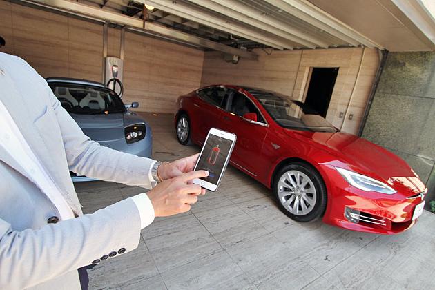 テスラ、「モデルS」にリモート駐車機能を追加 ~外装デザインもリニューアル~【発表会速報】