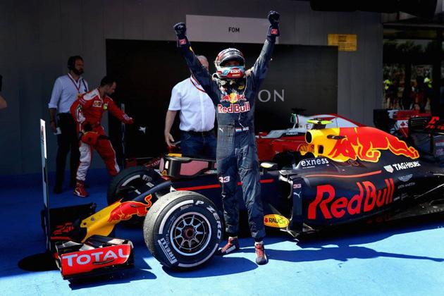 F1で快挙!セナもシューマッハも成し得なかった10代優勝ドライバー誕生!元F1ドライバーの父が英才教育