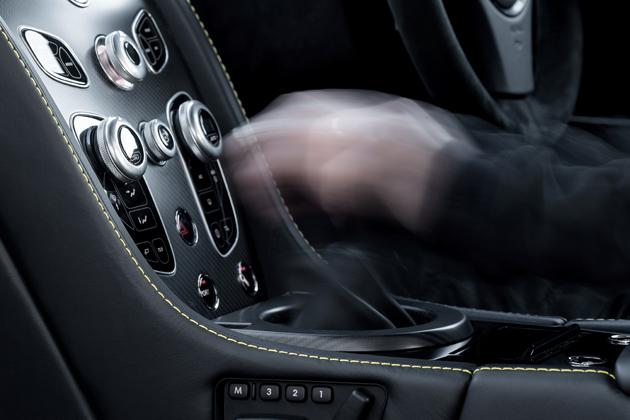 アストンマーティン V12ヴァンテージ S 7速マニュアル仕様