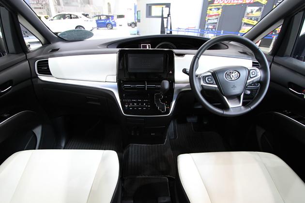 トヨタ 新型エスティマ、なぜ小変更でも話題になるのか?10年経ってもモデルチェンジしない理由