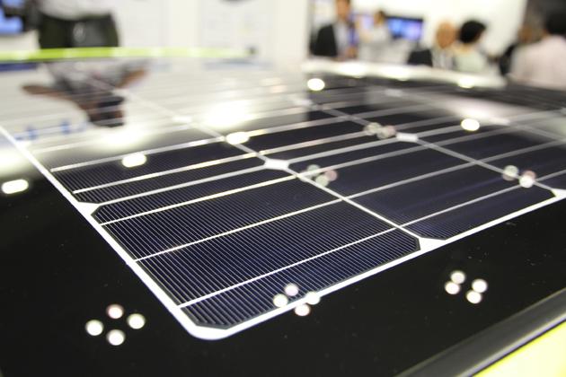 ソーラーパネルで1日充電すると約「5km」の走行が可能