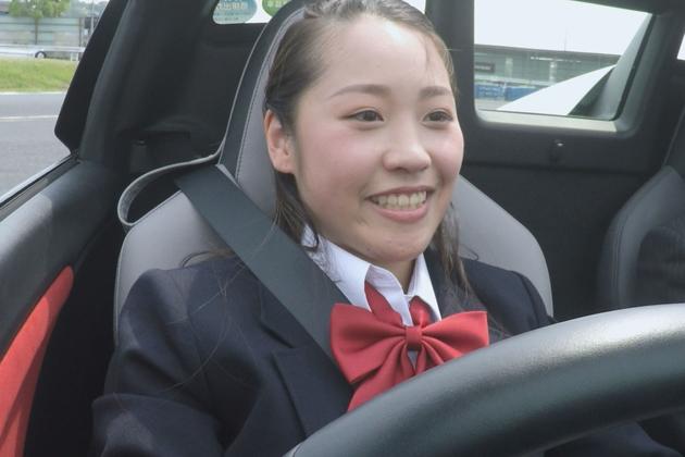 免許取りたての女子高生が試乗車でサーキットを激走!?史上最強、試乗女子が現れる!