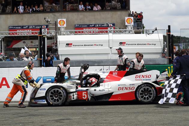 衝撃のエンディングで注目された「ル・マン」と最高峰と言われる「F1」どちらが凄い?