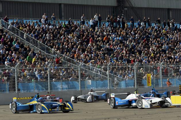 """もう最終戦!?EVのF1で""""ル・マンの悲劇""""トリオの1人がワールドチャンピオンに"""