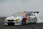 【動画】現役レーサーのスゴ技連発!BMWのドライビングパフォーマンスがアツい!